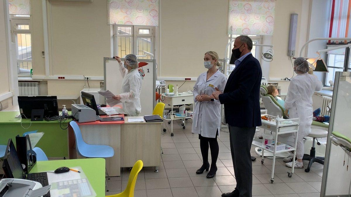 Депутат Госдумы Дмитрий Сватковский опроверг переезд стоматологической клиники на Большой Покровской