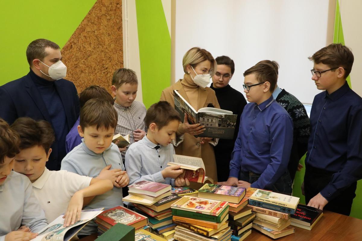 Первый замминистра культуры Наталья Суханова присоединилась кобщероссийской акции «Дарите книги слюбовью»