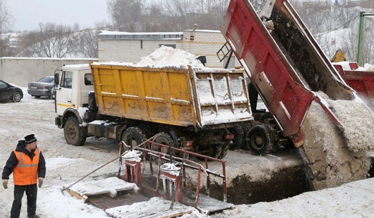 Стало известно, с каких улиц Нижнего Новгорода вывезут снег 18 февраля