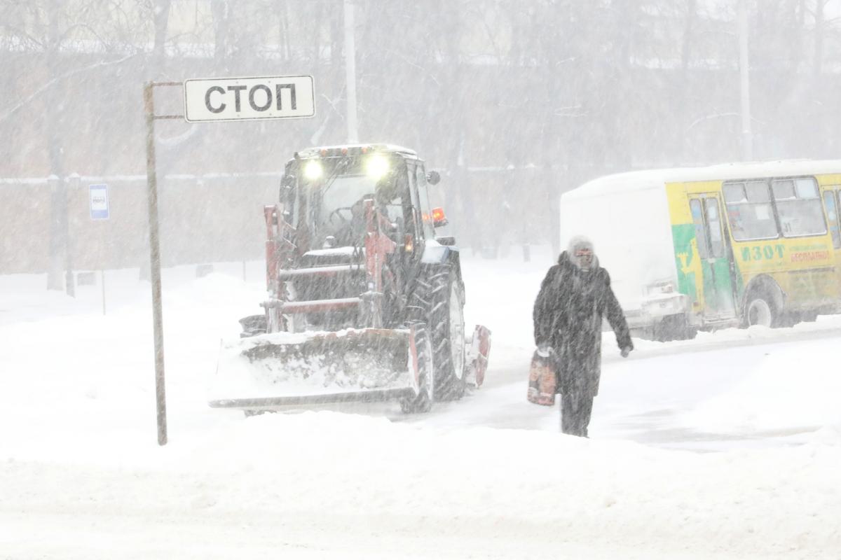 уборка снега дороги зима