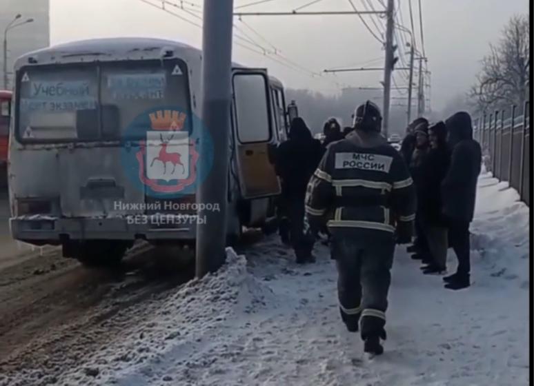 Маршрутка задымилась на проспекте Гагарина (ВИДЕО)