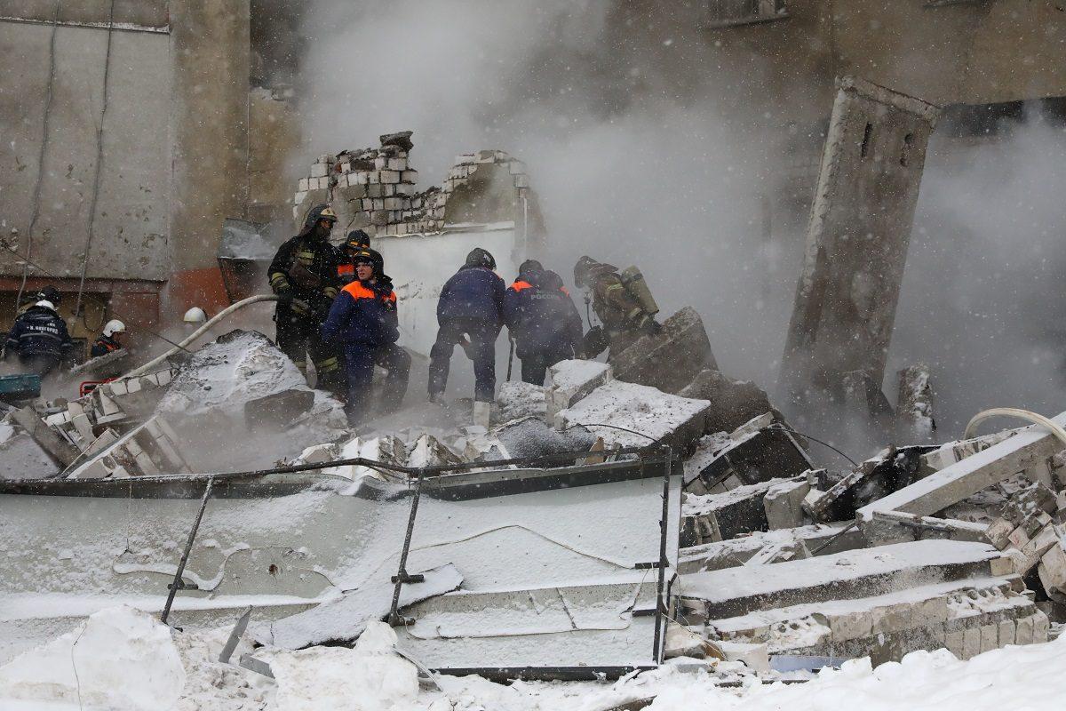 Мужчину и женщину, пострадавших из-за хлопка газа на Мещерском бульваре, доставили в больницу