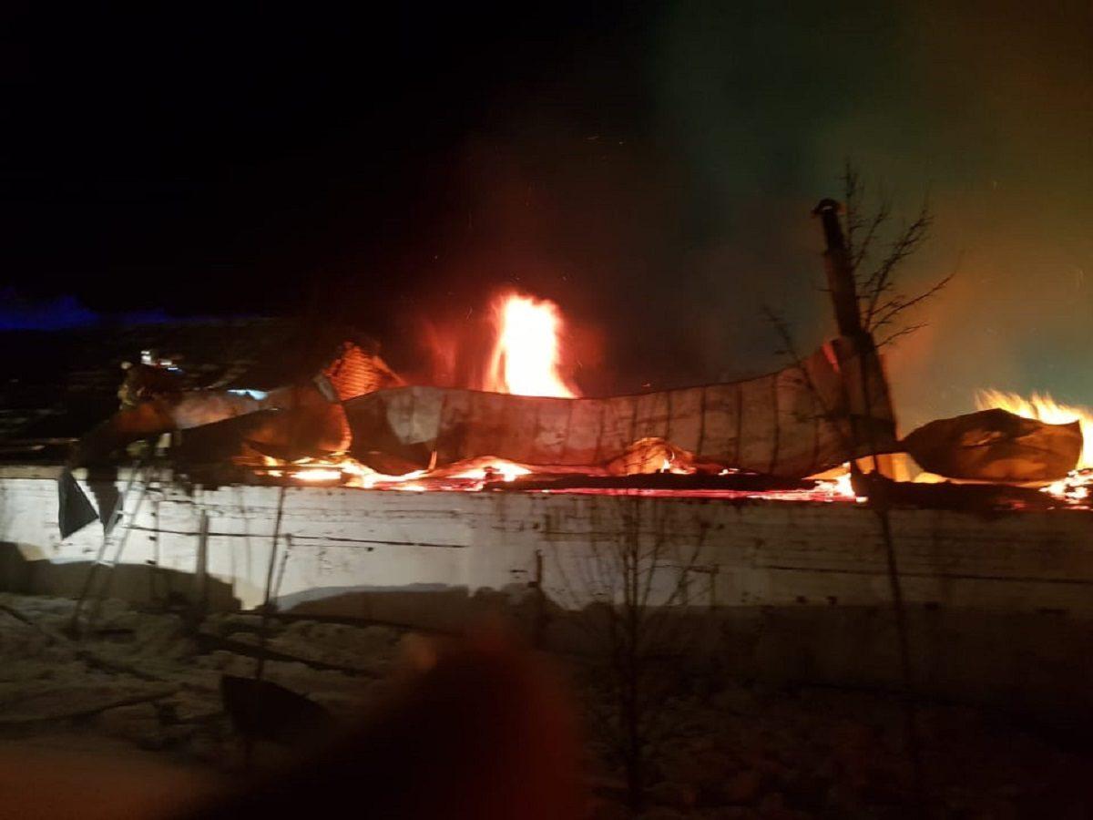 Опубликовано видео пожара на территории Оранского мужского монастыря