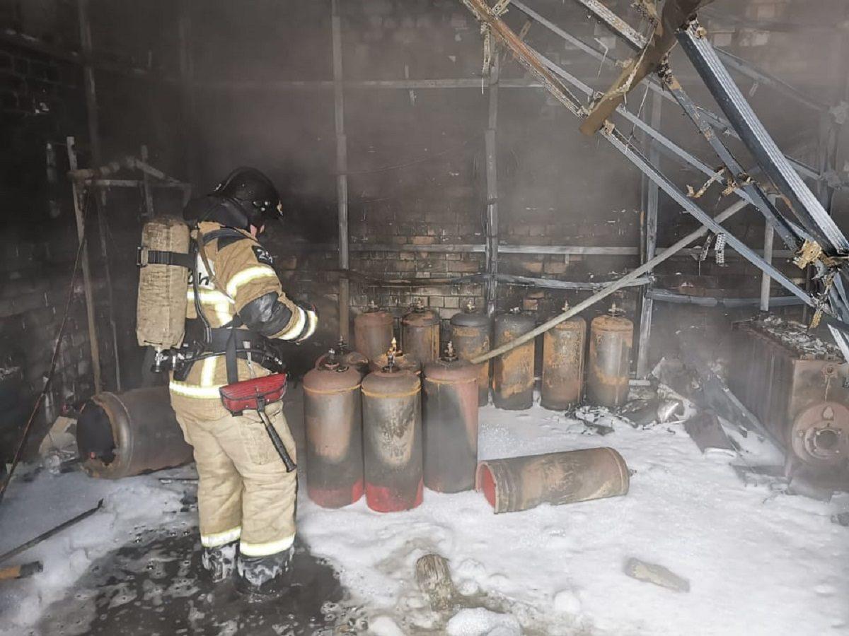 Опубликованы фото с места пожара на складе в Нижнем Новгороде