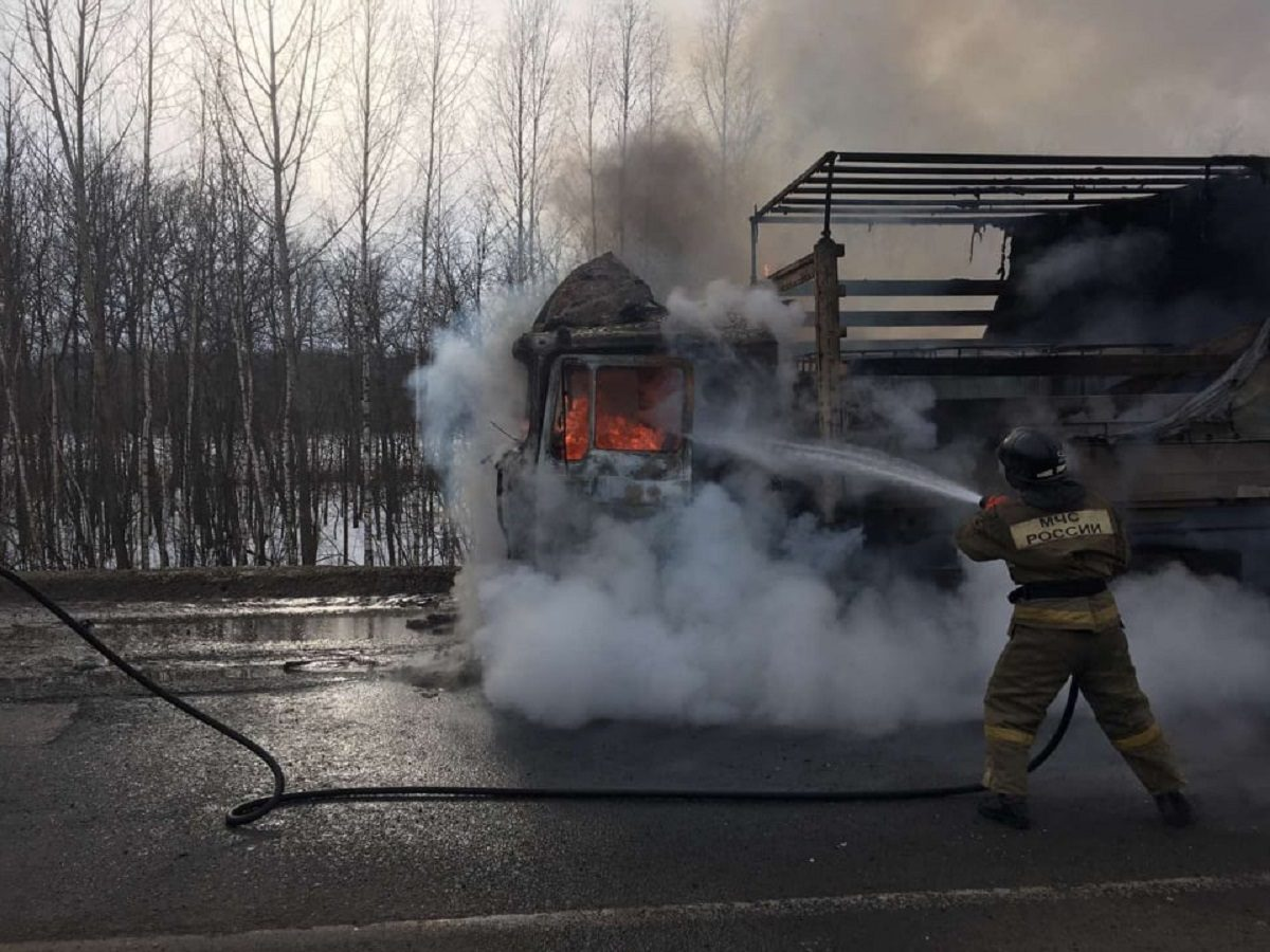 Фура с пенообразователем загорелась под Нижним Новгородом