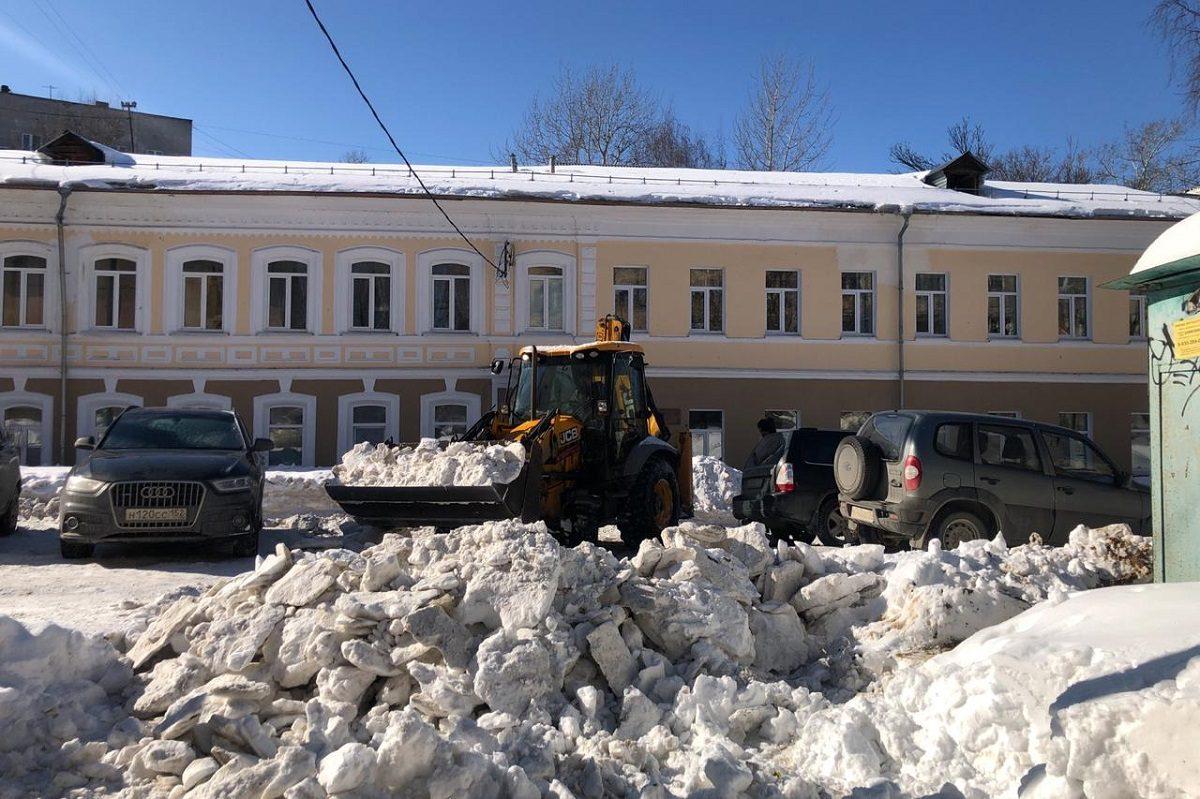 Снег и наледь уберут с дорог в микрорайоне Верхние Печеры в Нижнем Новгороде