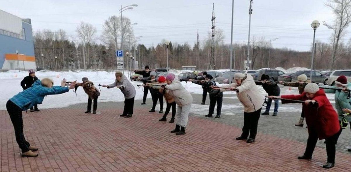 «Девочки, скоро лето»: мастер-класс по скандинавской ходьбе прошёл в Нижнем Новгороде