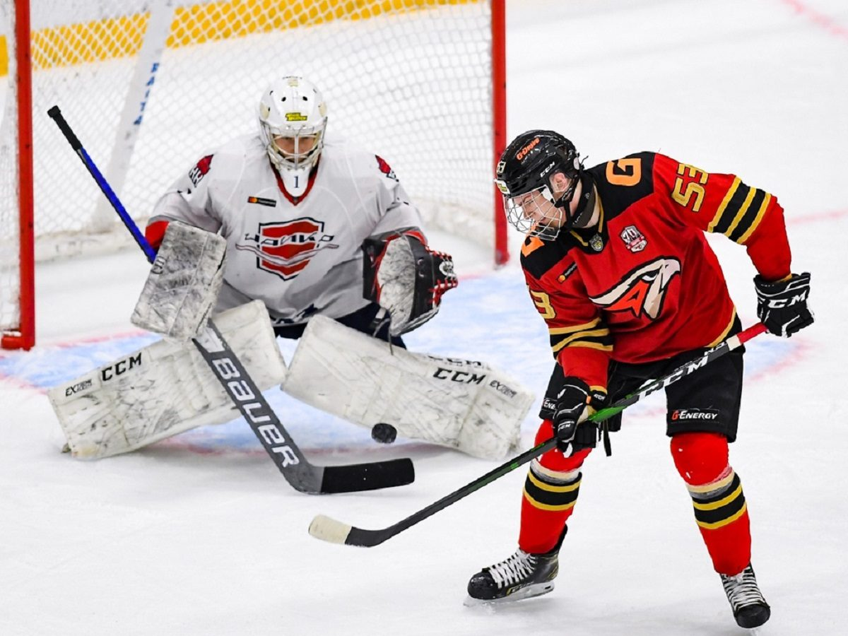 Впервые в своей истории хоккеисты нижегородской «Чайки» стали первыми в Восточной конференции МХЛ