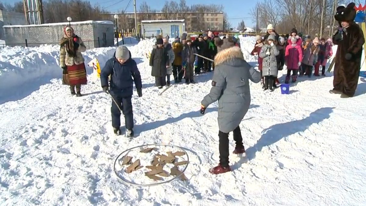 «Масленичные забавы» стартовали вЧкаловске наблагоустроенной понацпроекту «Жилье игородская среда» улице