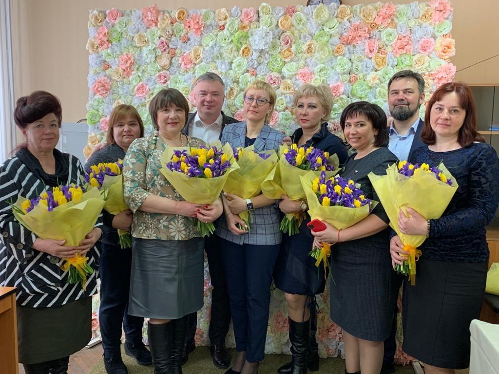 Депутат Госдумы поздравил нижегородок с праздником весны