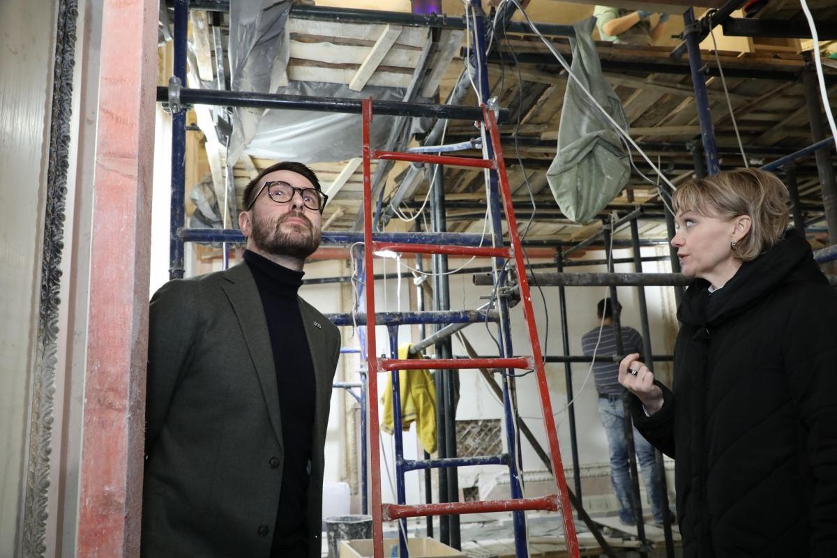 Министр культуры Нижегородской области Олег Беркович показал, как проходит реставрация в Литературном музее