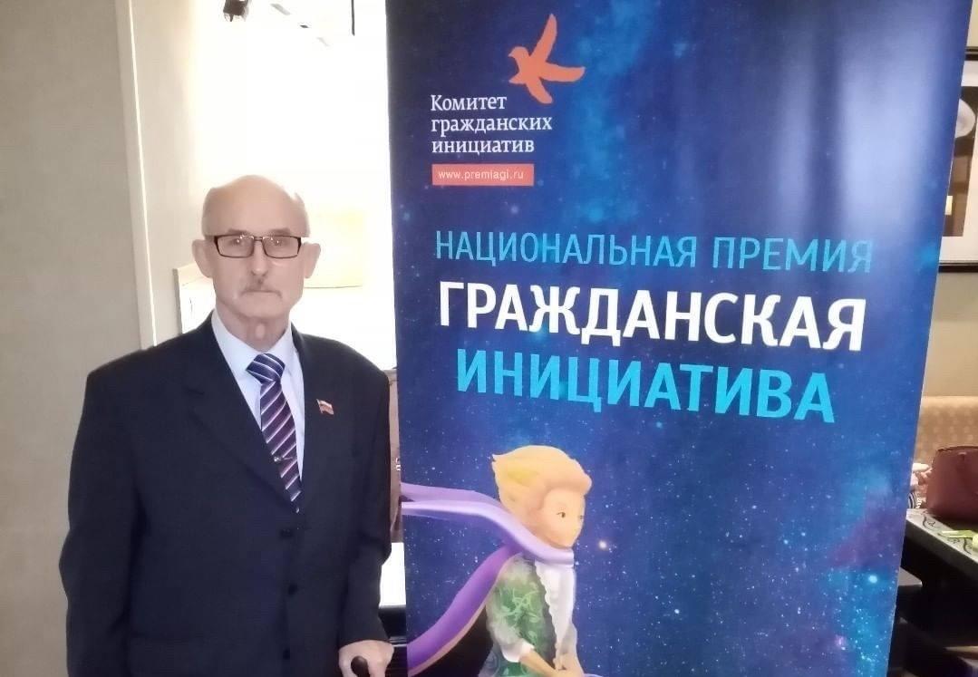 «Делай добро»: 78-летний нижегородец самостоятельно ремонтирует палаты нижегородских больниц