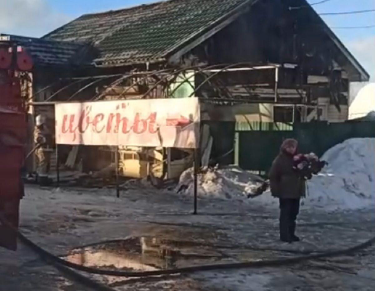 Цветочный магазин сгорел в Починках в ночь на 8 марта