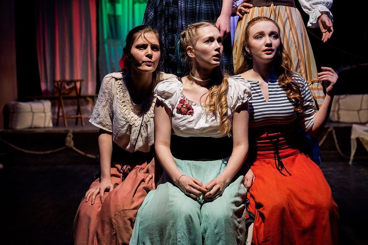 Победители детского фестиваля «Театральное Приволжье» побывали на премьере выпускников Нижегородского театрального училища