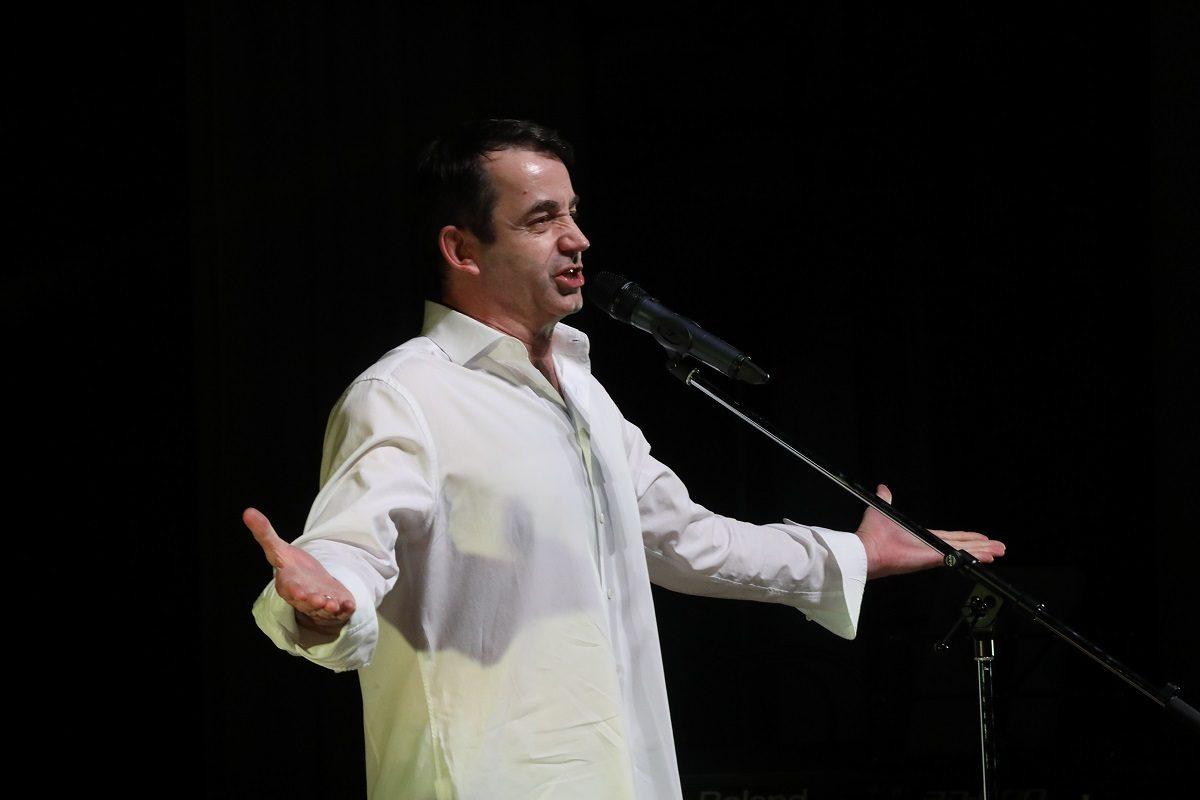 Дмитрий Певцов выступил в Нижнем Новгороде с благотворительным концертом
