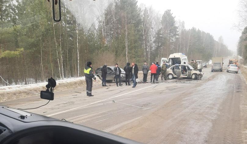 Трёх человек увезли на «скорой» после лобового ДТП под Нижним Новгородом