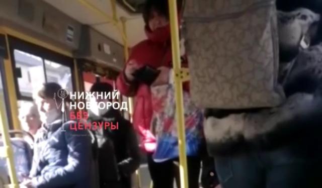 Попытка получить второй билет едва не привела к драке между пассажиркой и кондуктором в Нижнем Новгороде
