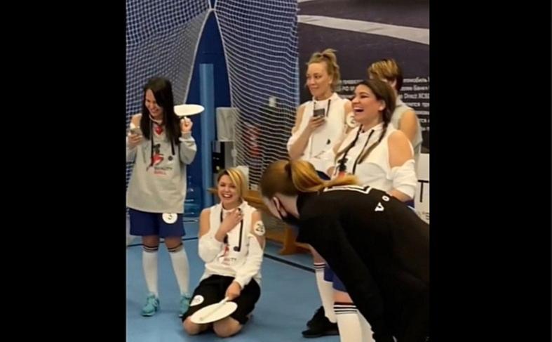 Нижегородцам показали, как прошел благотворительный турнир по женскому футболу