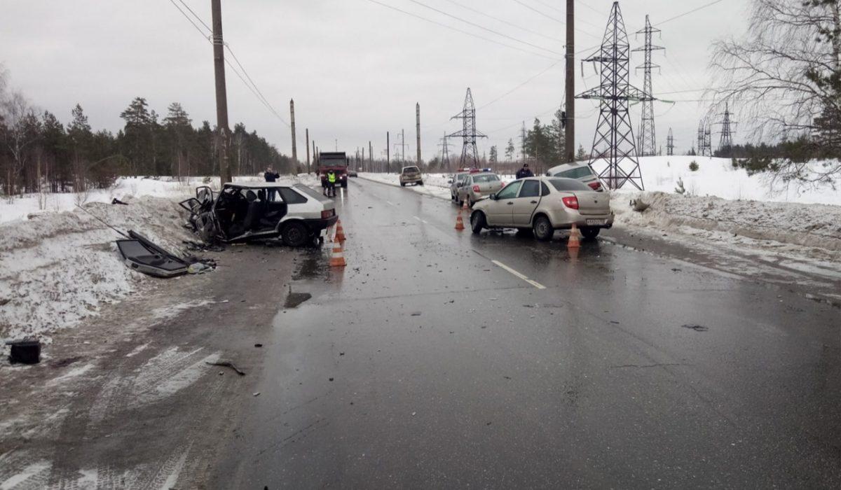 Водителей увезли на «скорой» после столкновения трёх автомобилей в Дзержинске
