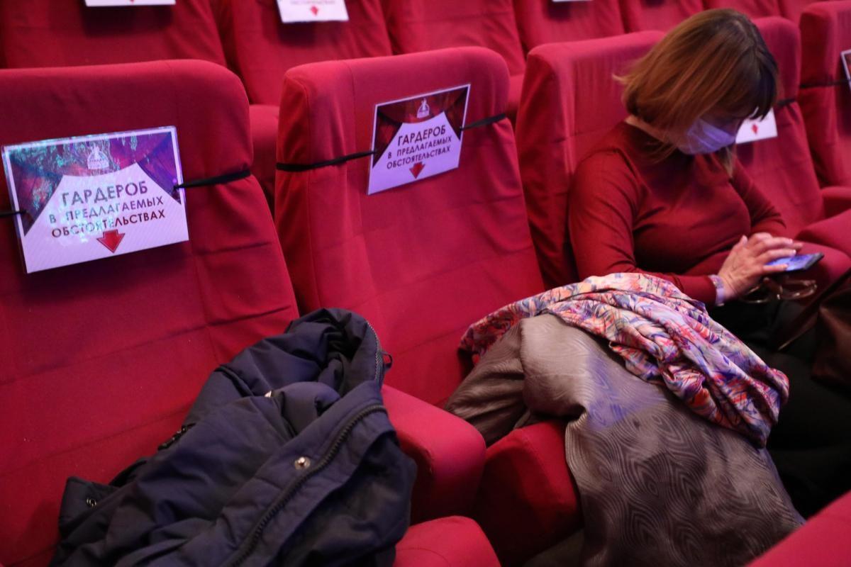 Гардеробы вновь откроются в нижегородских театрах иконцертных залах