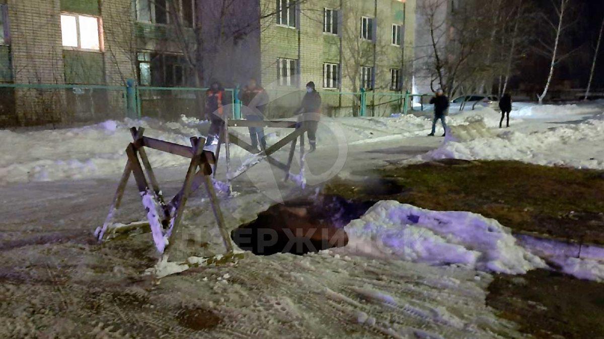 Студентка провалилась в яму с кипятком в Дзержинске