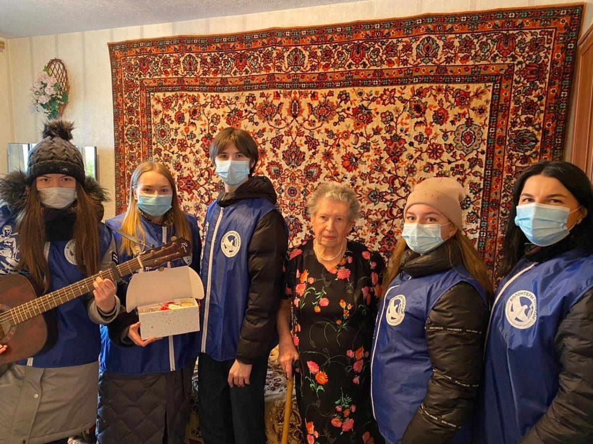 Волонтеры Победы Нижегородской области поздравляют женщин-ветеранов сМеждународным женским днем
