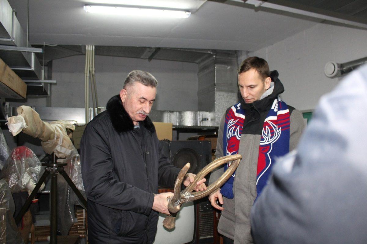 На удачу: ХК «Торпедо» подарили оленьи рога