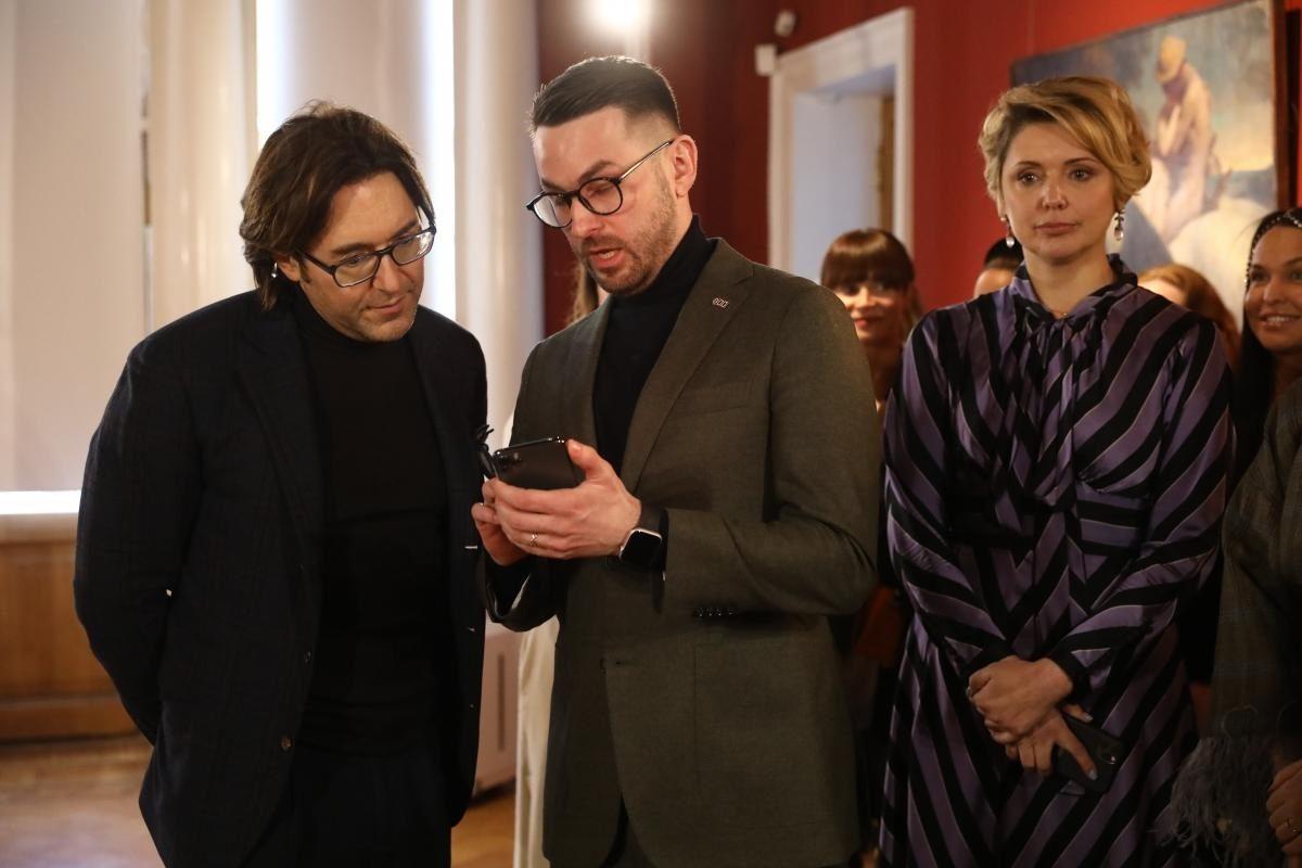 Андрей Малахов наградил победительниц конкурса «Платье с историей»
