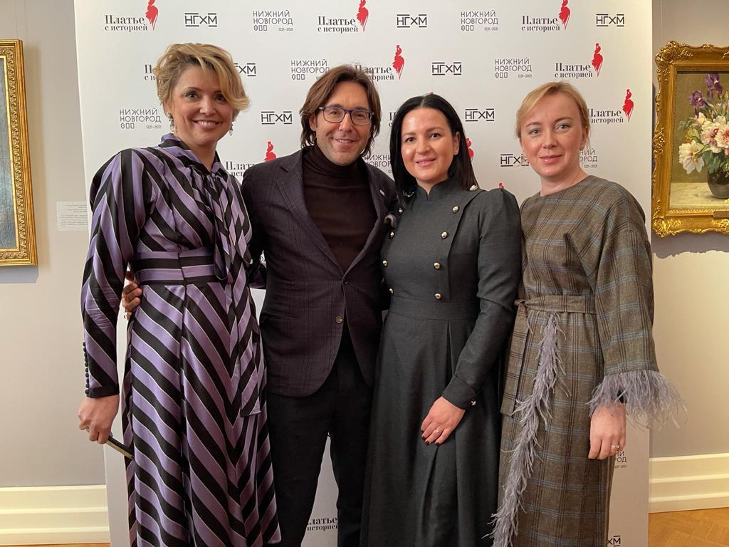 ВДоме Сироткина навыставке «Платье систорией» торжественно наградили победительниц одноименного конкурса