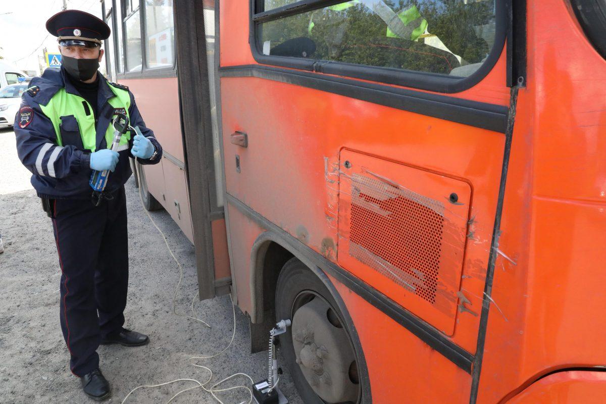 Женщина на ходу выпала из маршрутки в Нижнем Новгороде