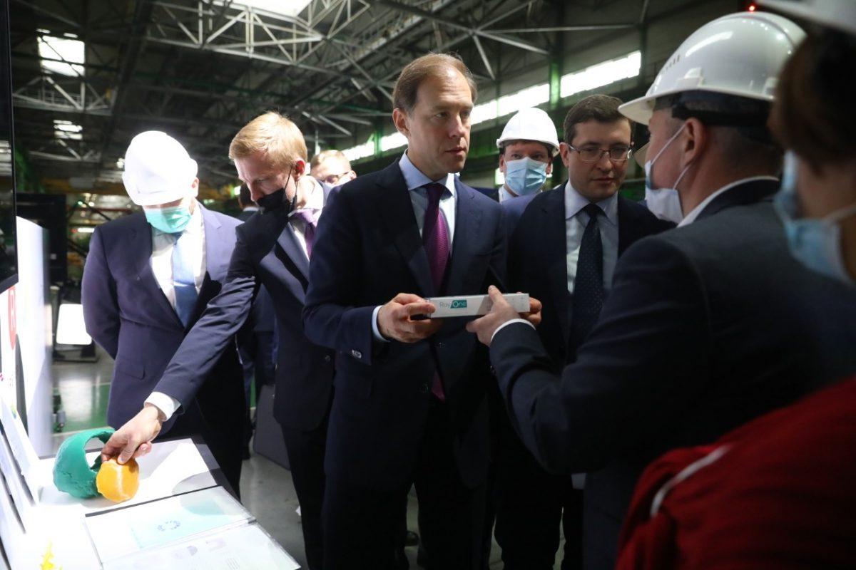 Нижегородские предприятия представили свою продукцию Денису Мантурову