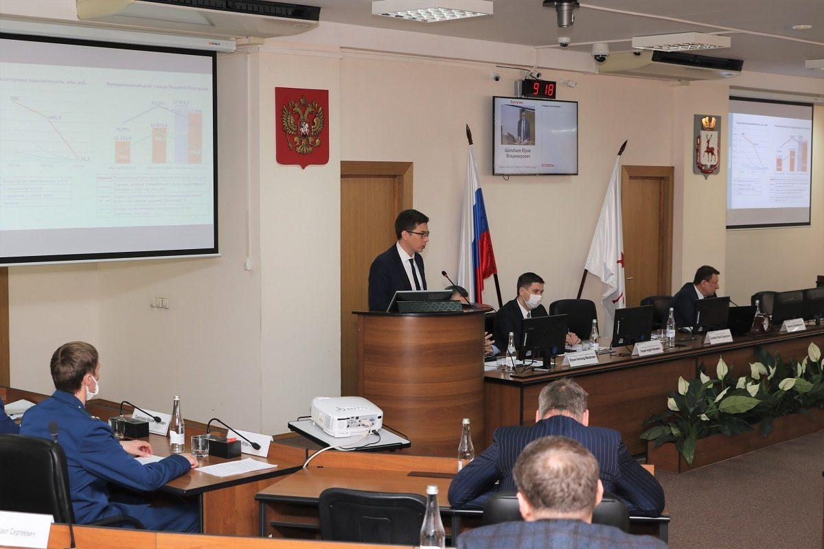 Юрий Шалабаев представил депутатам отчёт о своей работе