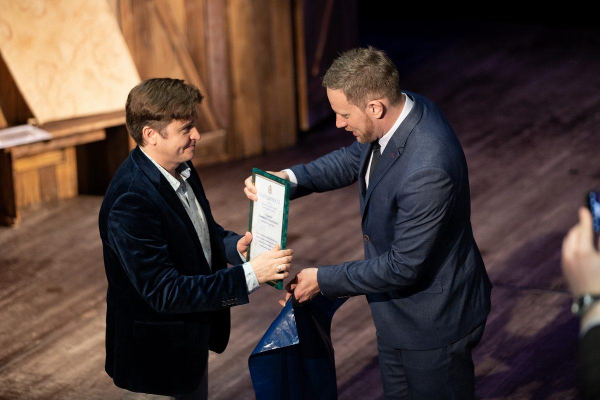 Депутату ЗС Артёму Баранову провели экскурсию по театру «Вера»