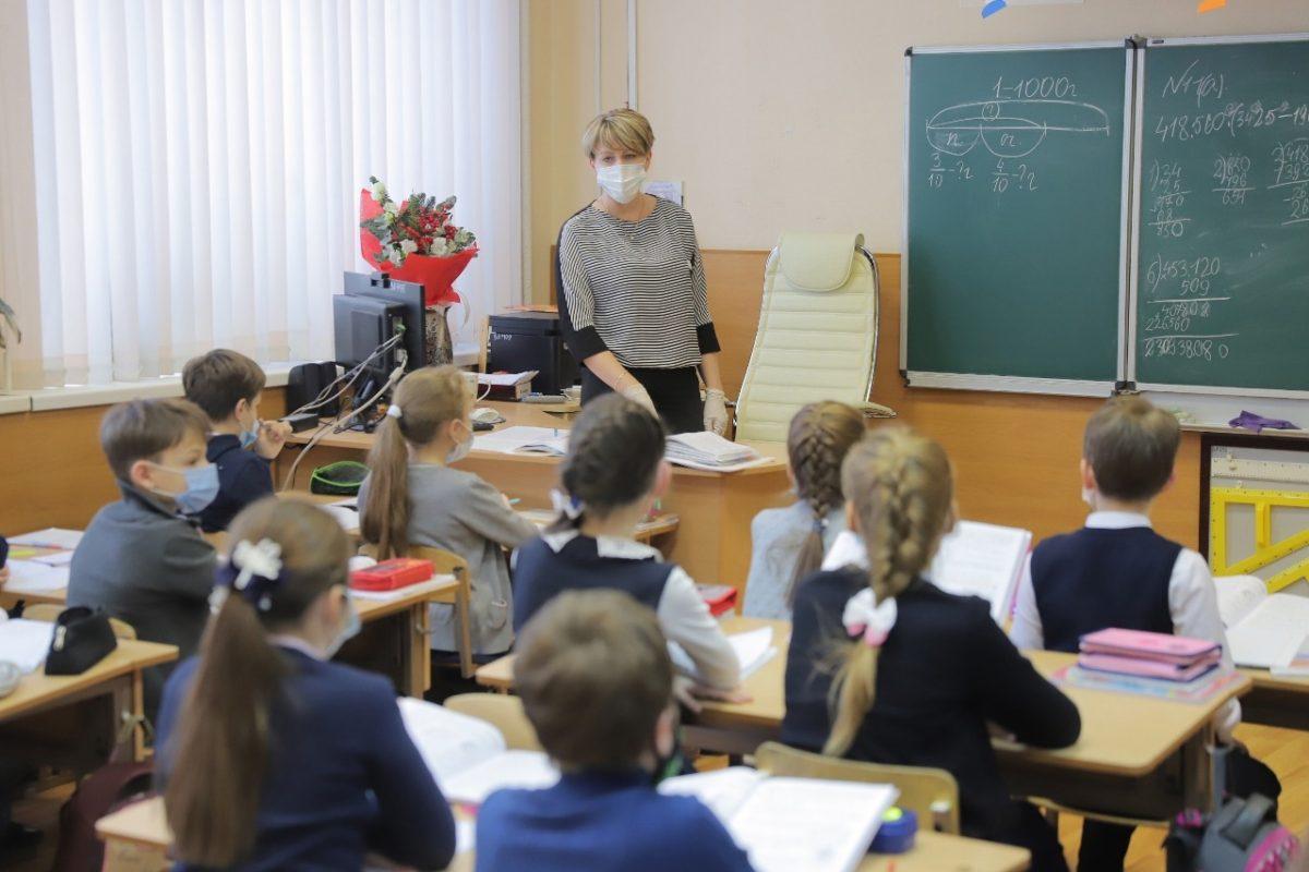 Стало известно, как будут работать школы и детсады Дзержинска в майские праздники
