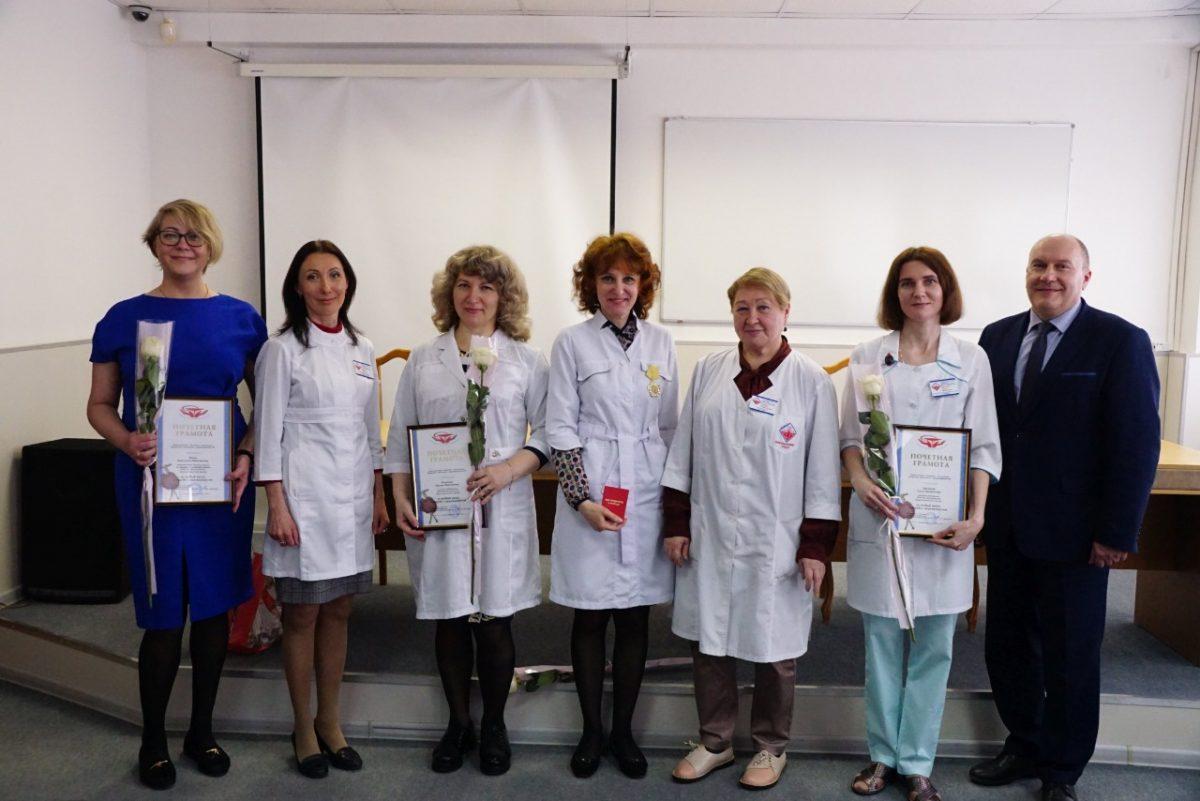 Два сотрудника Нижегородского областного диагностического центра награждены памятными медалями завклад вборьбу сCOVID-19