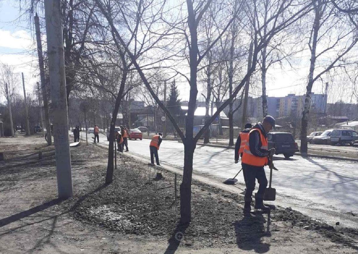 Генеральная уборка в Нижнем Новгороде: с городских улиц убирают снег и мусор