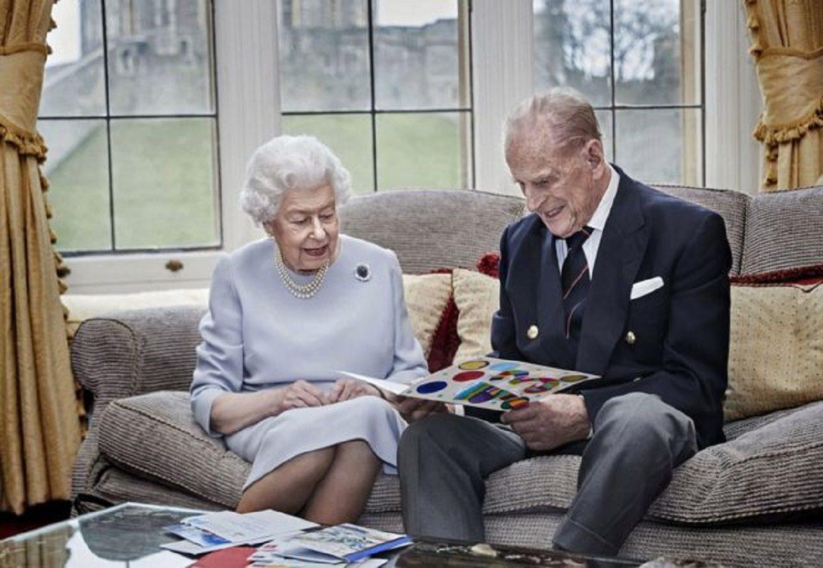 Королевская сила: почему отец Елизаветы II был против её брака с принцем Филиппом
