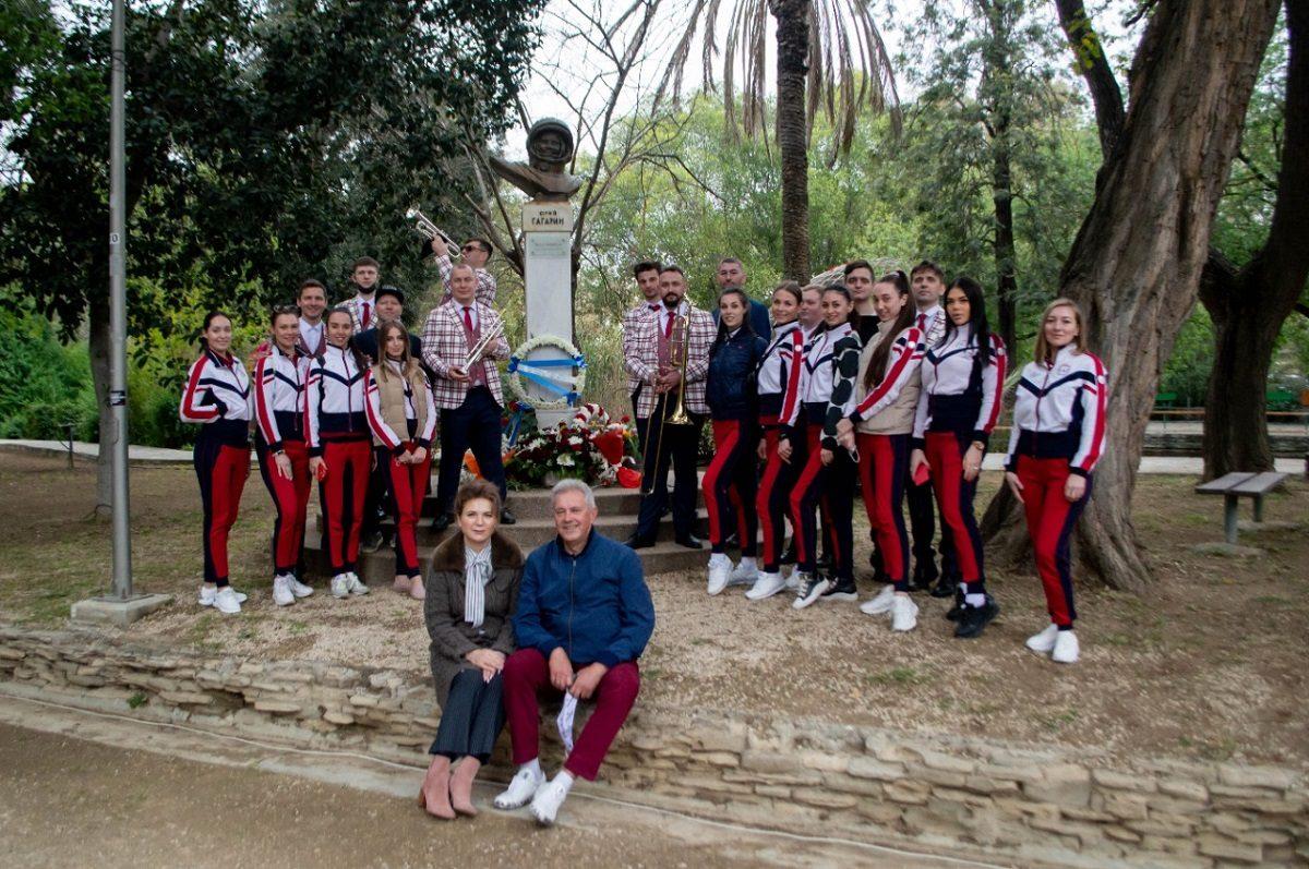 Нижегородский губернский оркестр возложил цветы к памятнику Юрию Гагарину на Кипре