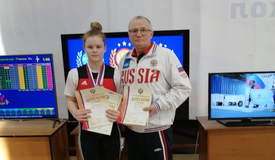 13-летние дзержинские тяжелоатлетки выиграли золото и серебро на юношеском первенстве России