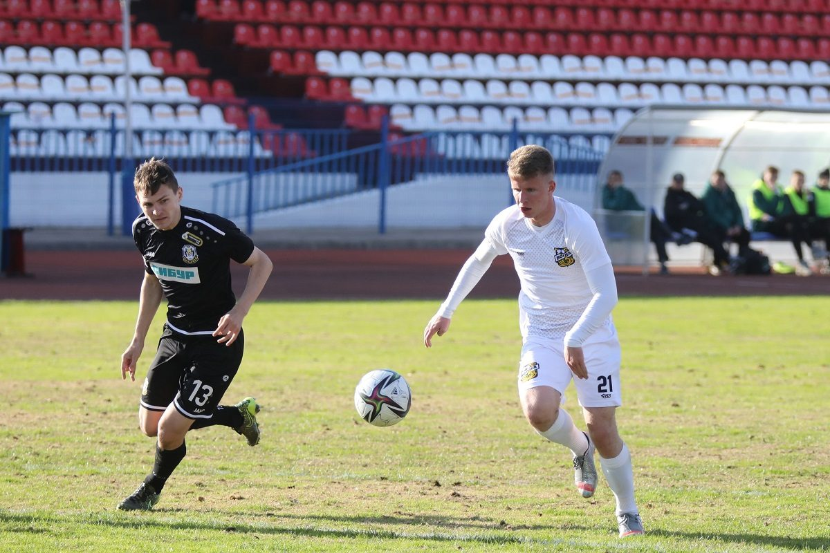 Нижегородский футбольный клуб «Волна» проиграл на своём поле лидеру ПФЛ