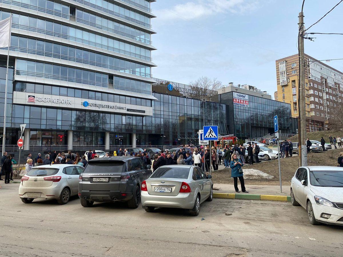 Более 400 человек эвакуировали из Центра международной торговли в Нижнем Новгороде (ВИДЕО)