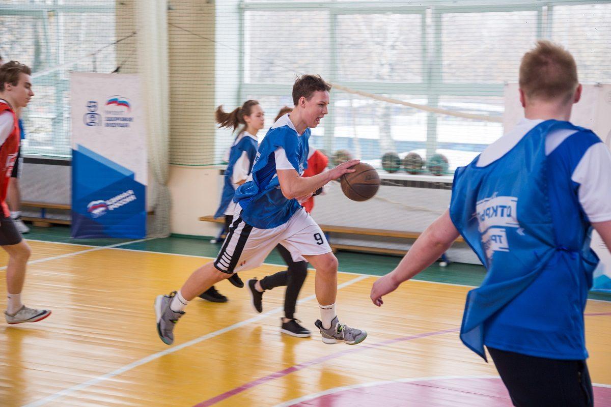 Профессиональные спортсмены провели для нижегородских школьников мастер-класс по баскетболу