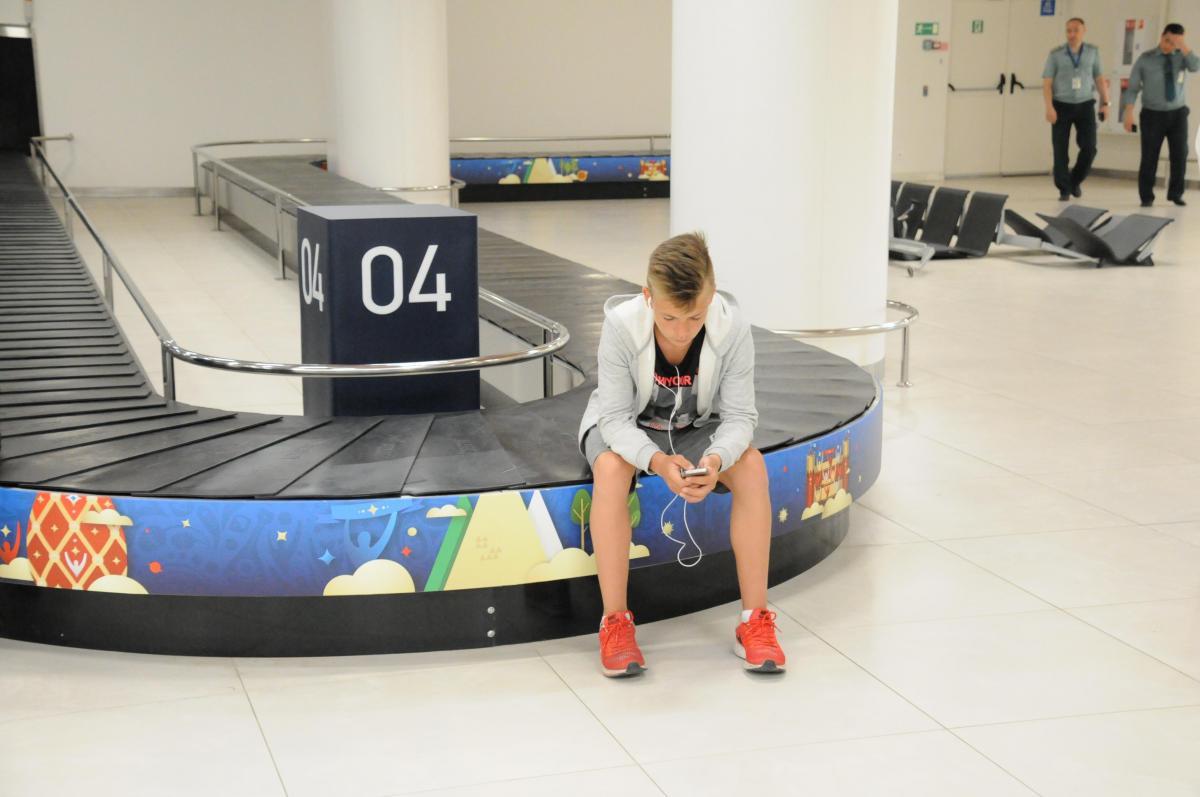аэропорт багаж подросток