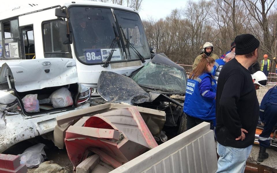 Водитель автобуса потерял сознание за рулем: в массовом ДТП на рязанском мосту пострадали 9 человек