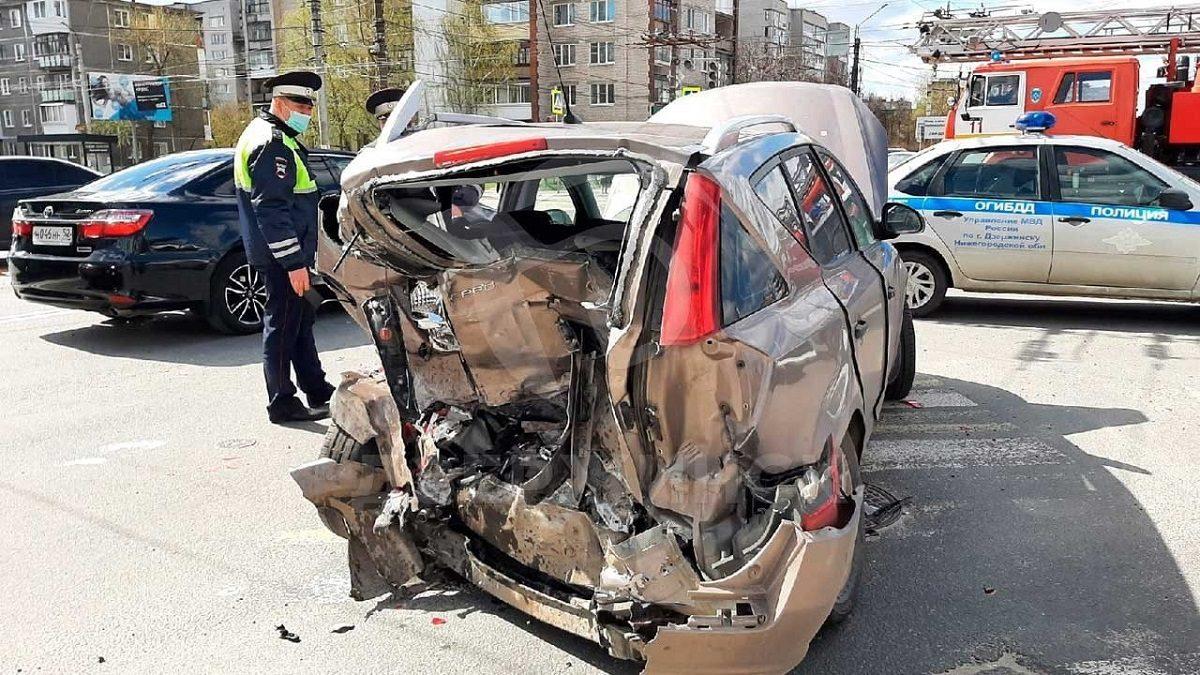 Машины превратились в груду металлолома после ДТП в Дзержинске