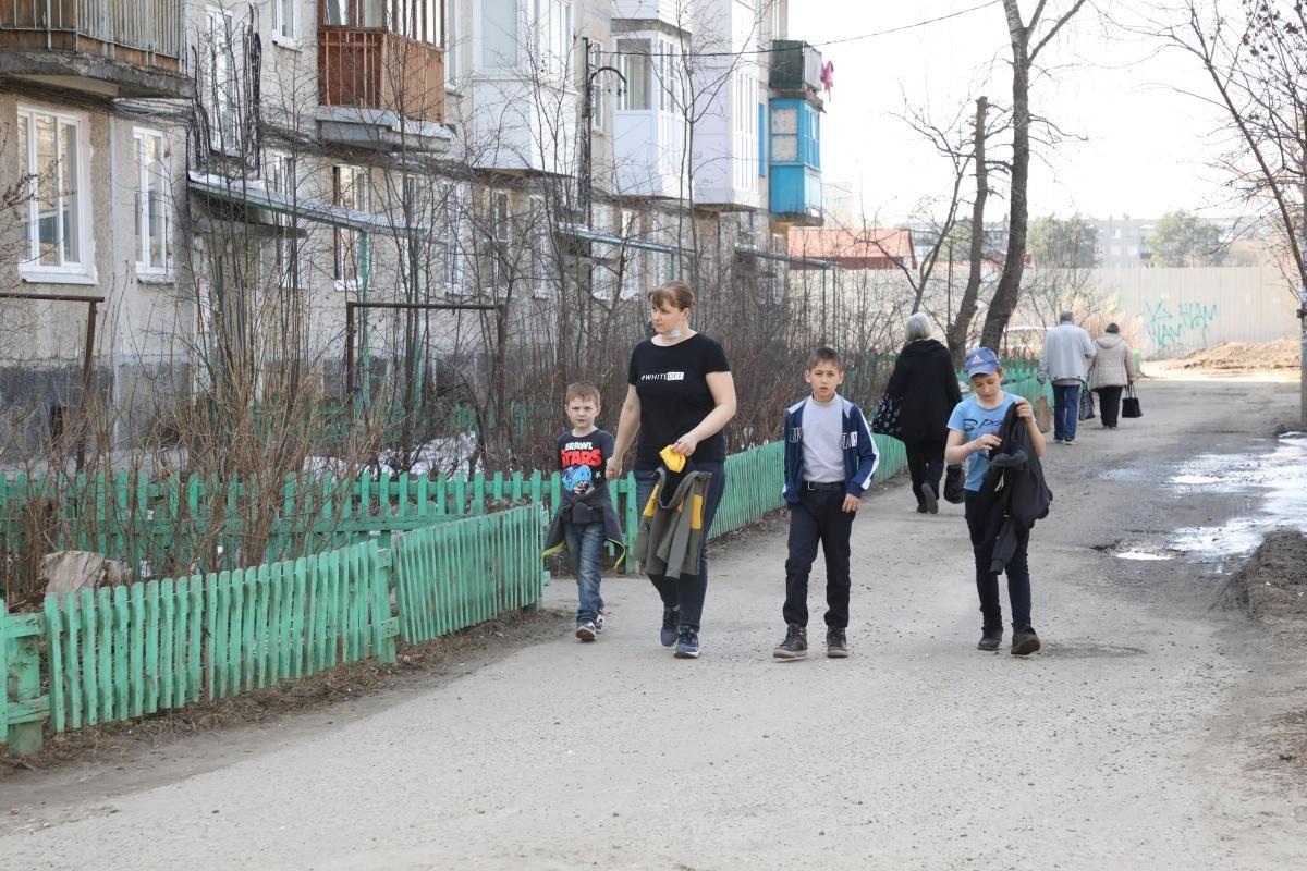 В Госдуме призвали урегулировать вопрос о детских пособиях родителям, получающим алименты