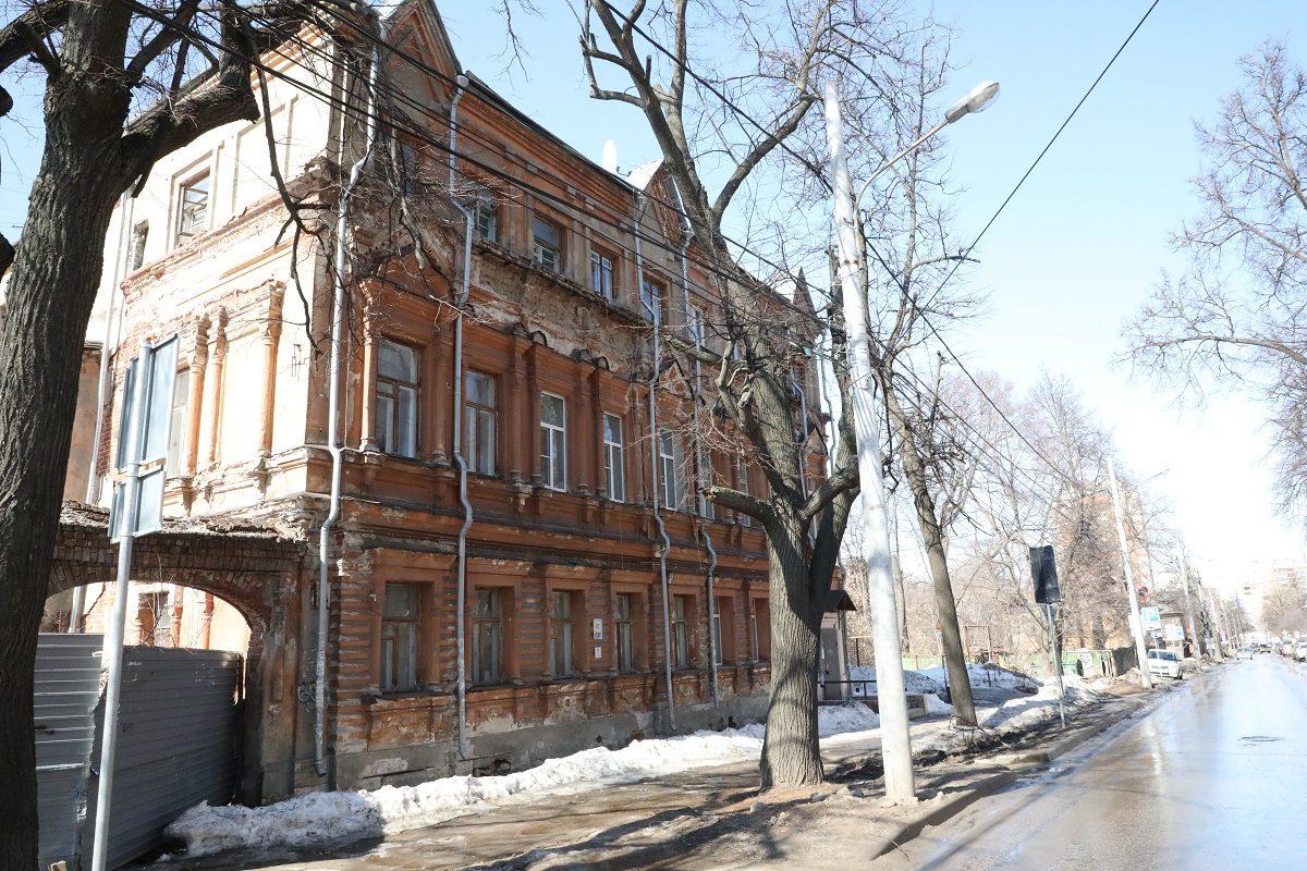 Отказали от дома: почему нижегородцы вынуждены жить в разрушающихся ОКН