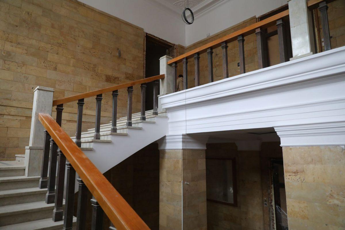 художественный музей ремонт лестница