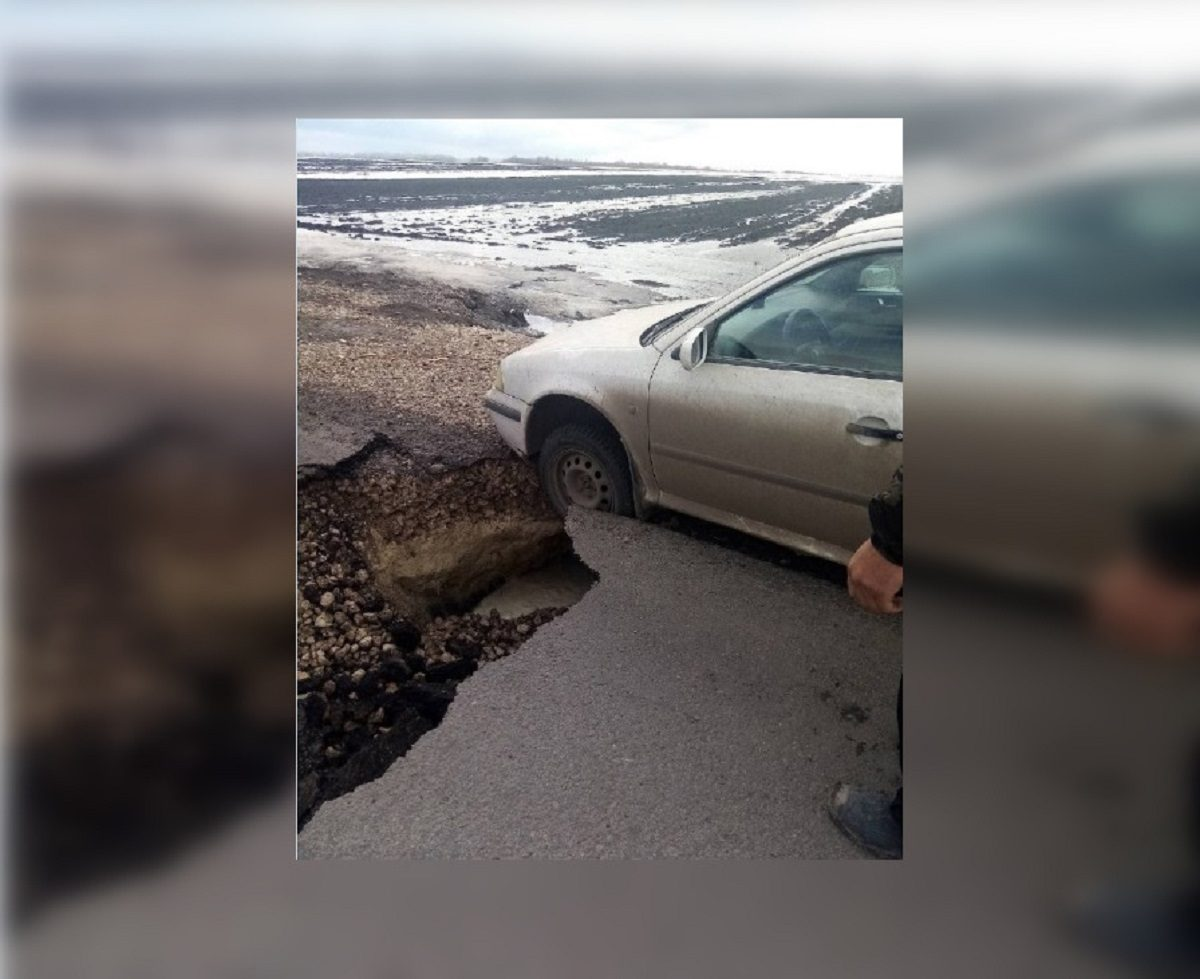 Карстовый провал образовался на дороге в Арзамасском районе