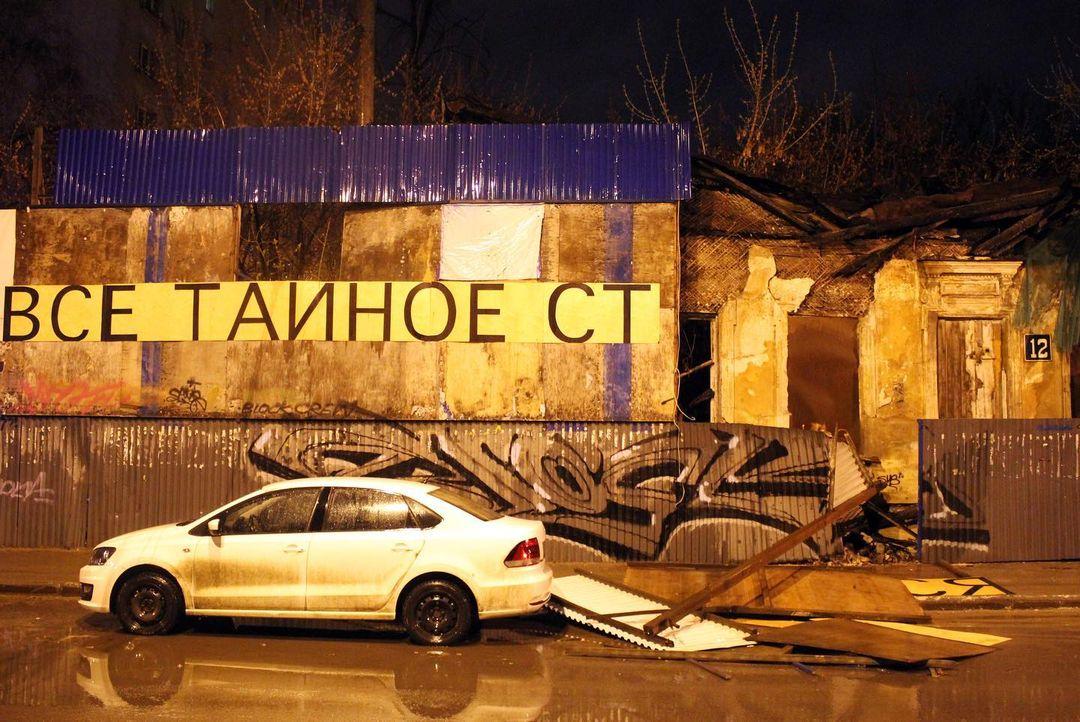 «Тайное с каждым днем становится очевидней»: стрит-арт Никиты Nomerz пострадал от сильного ветра